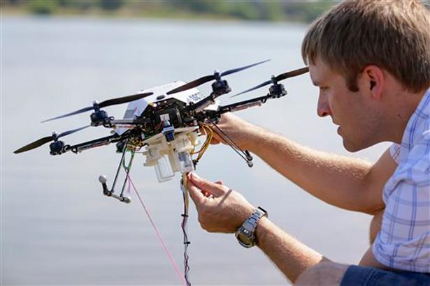 carrick_detweiler_drone_asctec_onderzoek_water_olie